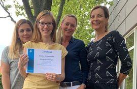 Jessica Drögemüller und drei Schulpräventologinnen